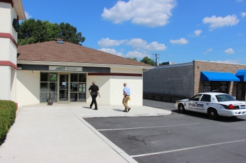 Police Outside Mauch Chunk Trust, MCT, Following Armed Robbery, Hometown, 8-26-2014 (10)