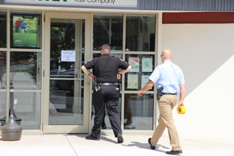 Police Outside Mauch Chunk Trust, MCT, Following Armed Robbery, Hometown, 8-26-2014 (12)