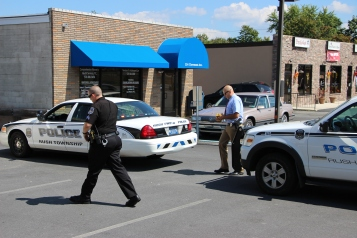 Police Outside Mauch Chunk Trust, MCT, Following Armed Robbery, Hometown, 8-26-2014 (6)