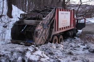 Garbage Truck Snaps Pole, Crashes Into Tree, Elm Street, Tamaqua, 2-13-2015 (39)