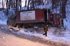 Garbage Truck Snaps Pole, Crashes Into Tree, Elm Street, Tamaqua, 2-13-2015 (8)