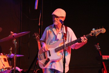Mike Stanley and Friends perform, Tamaqua Community Arts Center, Tamaqua, 8-8-2015 (19)