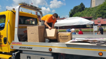 Setting Up For Salvation Army Kidz Karnival, Kids Carnival, Train Station Lot, Tamaqua, 8-4-2015 (5)