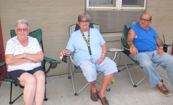 Friends Hanging Out, Majestic House, Tamaqua, 9-3-2015 (3)