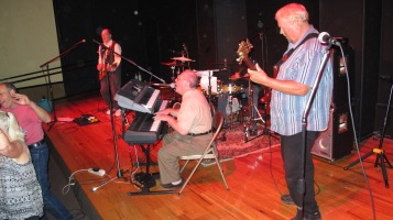 Bee's Knees Back to the 60's Rock Show, Tamaqua Community Arts Center, Tamaqua, 9-19-2015 (18)