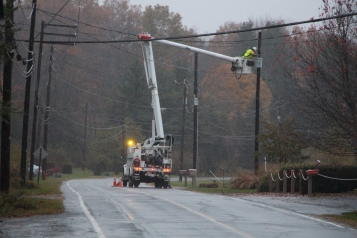 Downed Power Lines, PPL Repairs, Power Outage, Valley Street, Brockton, 10-28-2015 (18)