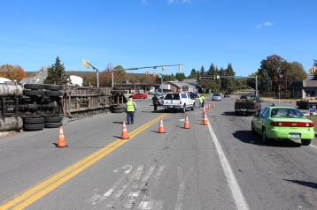 Overturned Tractor Trailer, SR54, Hometown, 10-19-2015 (10)