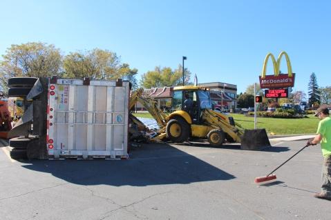 Overturned Tractor Trailer, SR54, Hometown, 10-19-2015 (102)