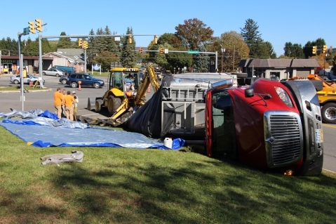 Overturned Tractor Trailer, SR54, Hometown, 10-19-2015 (113)
