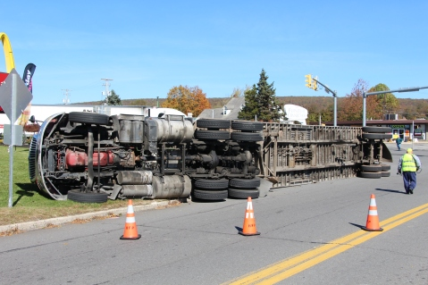 Overturned Tractor Trailer, SR54, Hometown, 10-19-2015 (12)