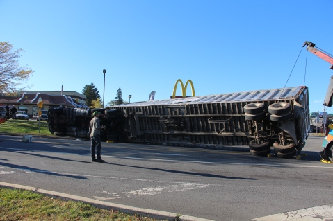 Overturned Tractor Trailer, SR54, Hometown, 10-19-2015 (155)