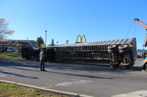 Overturned Tractor Trailer, SR54, Hometown, 10-19-2015 (155)