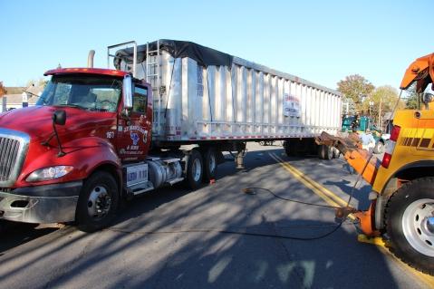 Overturned Tractor Trailer, SR54, Hometown, 10-19-2015 (166)