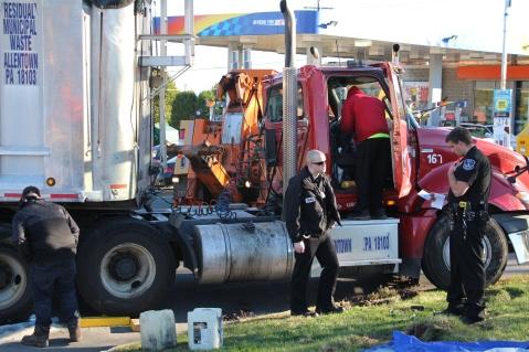Overturned Tractor Trailer, SR54, Hometown, 10-19-2015 (178)