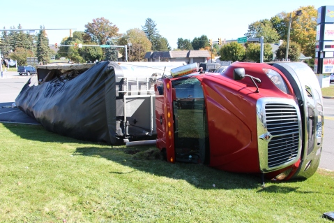 Overturned Tractor Trailer, SR54, Hometown, 10-19-2015 (20)