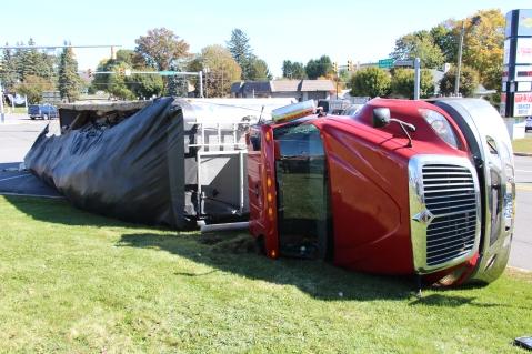 Overturned Tractor Trailer, SR54, Hometown, 10-19-2015 (20)