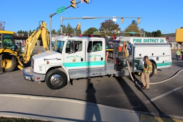 Overturned Tractor Trailer, SR54, Hometown, 10-19-2015 (207)