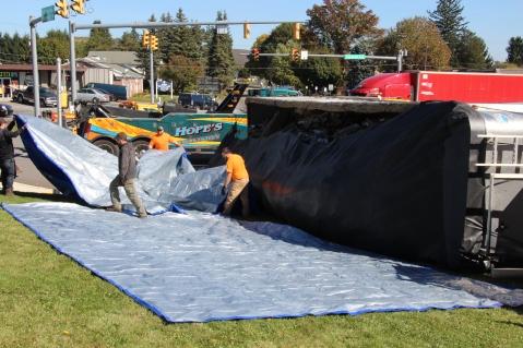 Overturned Tractor Trailer, SR54, Hometown, 10-19-2015 (36)