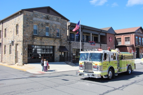 Parade for New Fire Station, Pumper Truck, Boat, Lehighton Fire Department, Lehighton (200)