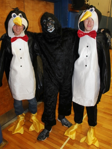 Penguins, Gorilla, Safe Trick Or Treat Night, High School, Tamaqua, 10-29-2015 (1)