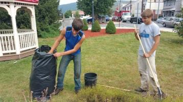 Pulling Weeds, Picking Up Garbage, Depot Square Park, Tamaqua, 9-19-2015 (4)