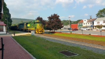 Train Through Tamaqua, 9-1-2015 (1)