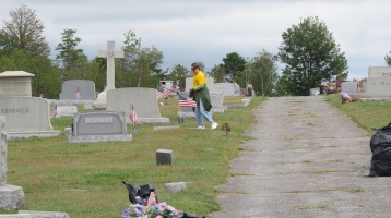 Volunteers Cleaning GAR Cemetery, Summit Hill, 9-13-2015 (13)