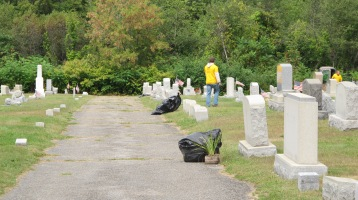 Volunteers Cleaning GAR Cemetery, Summit Hill, 9-13-2015 (15)