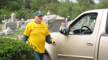 Volunteers Cleaning GAR Cemetery, Summit Hill, 9-13-2015 (16)