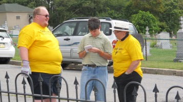 Volunteers Cleaning GAR Cemetery, Summit Hill, 9-13-2015 (18)