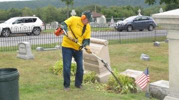 Volunteers Cleaning GAR Cemetery, Summit Hill, 9-13-2015 (19)