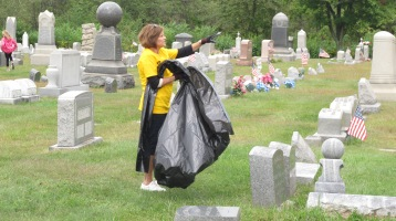 Volunteers Cleaning GAR Cemetery, Summit Hill, 9-13-2015 (21)