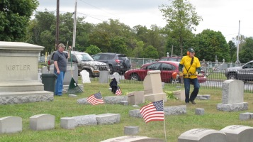 Volunteers Cleaning GAR Cemetery, Summit Hill, 9-13-2015 (22)