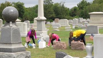 Volunteers Cleaning GAR Cemetery, Summit Hill, 9-13-2015 (28)