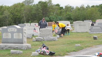 Volunteers Cleaning GAR Cemetery, Summit Hill, 9-13-2015 (32)