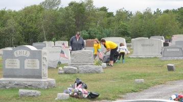 Volunteers Cleaning GAR Cemetery, Summit Hill, 9-13-2015 (32)