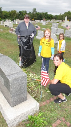 Volunteers Cleaning GAR Cemetery, Summit Hill, 9-13-2015 (9)