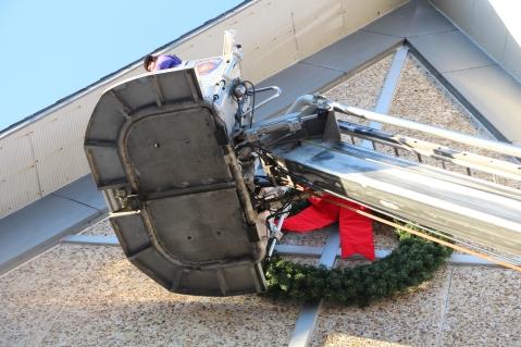 Coaldale Fire Company Placing Christmas Wreath, Trinity UCC, Tamaqua, 11-14-2015 (13)