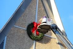 Coaldale Fire Company Placing Christmas Wreath, Trinity UCC, Tamaqua, 11-14-2015 (5)