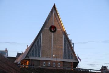 Coaldale Fire Company Placing Christmas Wreath, Trinity UCC, Tamaqua, 11-14-2015 (56)
