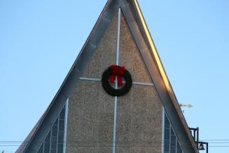 Coaldale Fire Company Placing Christmas Wreath, Trinity UCC, Tamaqua, 11-14-2015 (57)