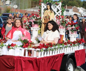 The parade featuring Grace Ann Williams (2015 Rose Queen), Urielle Bertsein Cuebas (2015 Rose Princess)