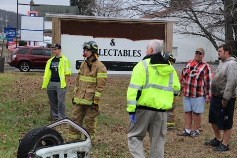 Overturned Vehicle, SR309, Hometown, 11-28-2015 (25)