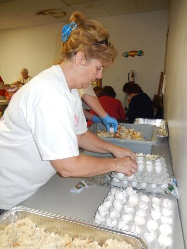 Preparing 25 Thanksgiving Day Turkeys, Salvation Army, Tamaqua, 11-23-2015 (11)