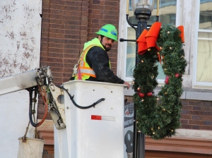 Putting Up 70 Or So Christmas Decorations, Street Department, Downtown Tamaqua, 11-25-2015 (20)