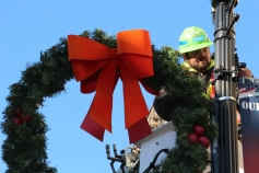 Putting Up 70 Or So Christmas Decorations, Street Department, Downtown Tamaqua, 11-25-2015 (9)