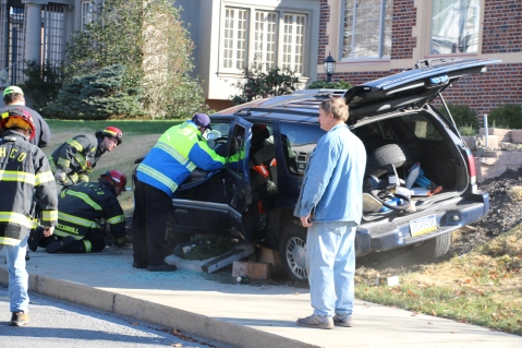 Single Vehicle Accident, 518 East Broad Street, Tamaqua, 11-30-2015 (1)