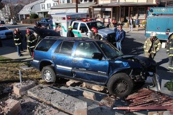 Single Vehicle Accident, 518 East Broad Street, Tamaqua, 11-30-2015 (21)