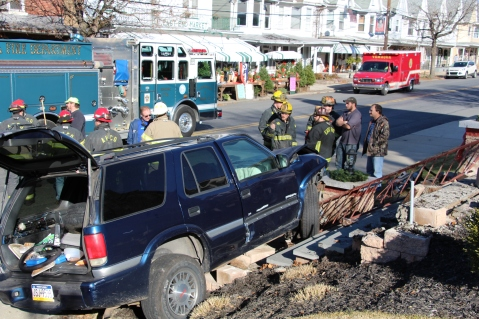 Single Vehicle Accident, 518 East Broad Street, Tamaqua, 11-30-2015 (23)