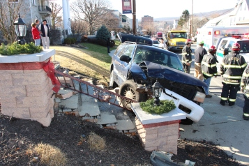 Single Vehicle Accident, 518 East Broad Street, Tamaqua, 11-30-2015 (44)